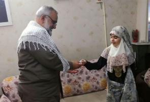 انگشتر حشدالشعبی هدیه فرزند شهید به سردار نقدی