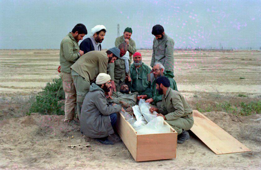 تصویری دیده نشده از شیخ حسین انصاریان و مرحوم حاج بخشی در تشییع پیکر شهید حاج عباس کریمی